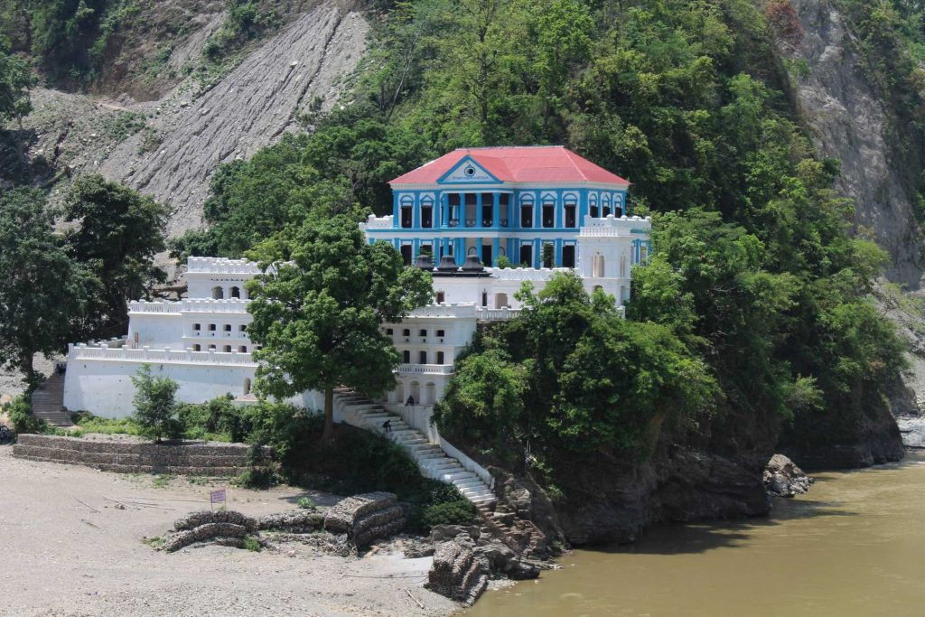Rani Mahal: This crumbling baroque place was built in 1896 by Khadga Shamsher Rana.